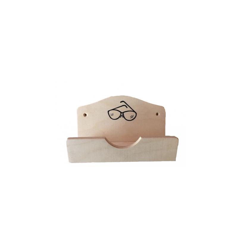 Dřevěná schránka na brýle před vstupem do sauny